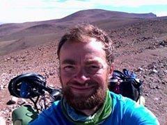 K nejvyššímu argentinskému průsmyku Abra el Acay, který sousedí s horou Nevado del Acay, jíž do šestikilometrové výšky chybí jen padesát metrů, vede nejdelší argentinská cesta La Ruta 40.Tou se vydal také Miroslav Šlegl.