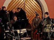 Bigbíťáci sživou muzikou připravili posluchačům svým koledováním nezapomenutelné zážitky.