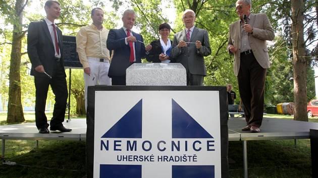 Slavnostní poklepání základního kamene Centrálního objektu v Uherskohradišťské nemocnici a. s.