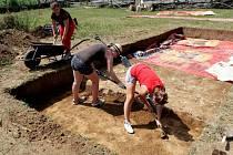 Východní část archeoskanzenu v Modré obsadili v červenci archeologové.