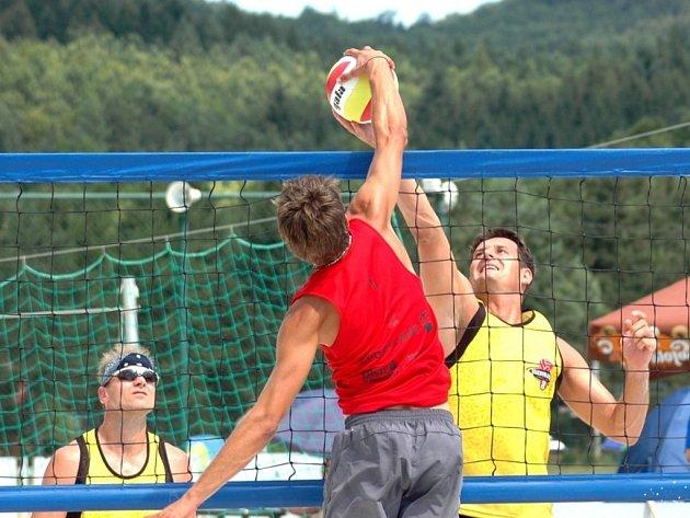 Areál lesního koupaliště v Koryčanech byl o víkendu dějištěm turnaje ze seriálu Českého poháru v beachvolejbale mužů.