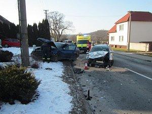 Dva zraněné má na svědomí nedělní nehoda u Částkova