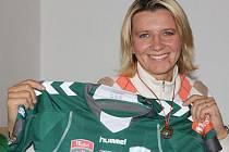Jitka Klimková se už doma v Moravanech pochlubila medailí za první místo v australské lize  i dresem podepsaným od celého týmu Canberra United.