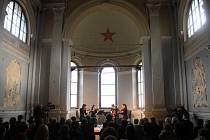 Vězeňskou kaplí v prostorách uherskohradišťské věznice se ve středu 5. května rozezněla vážná hudba.