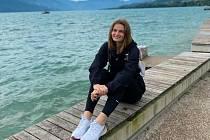 Jednadvacetiletá házenkářka Kunovic Sabina Fiurášková u jezera Attersee v Rakousku.