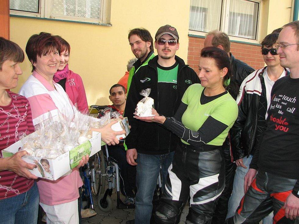Klienti připravili pro kawasakáře andělíčky, aby je chránili na silnicích před haváriemi.