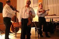 Tradiční předhodové zpívání zahájilo hody v Dolním Němčí.