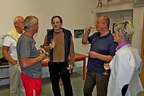 Steve Lichtag (uprostřed).