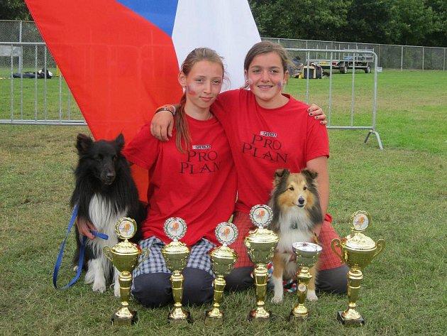 Dorota Psotková (vlevo) a Anna Šipková z Agility Zlechov se na evropském poháru neztratily.