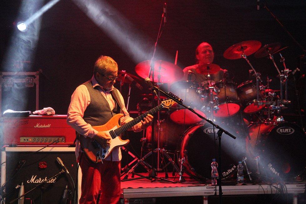 Koncert kapely Stromboli v zámeckém amfiteátru v Buchlovicích. Michal Pavlíček