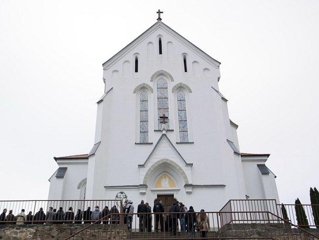 Kostel svatých Cyrila a Metoděje v Březové. Ilustrační foto.