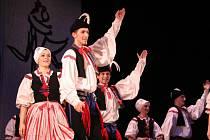 Tanečníci a muzikanti Kunovjanu oslavou výročí zaplnili sál uherskohradišťského Klubu kultury.