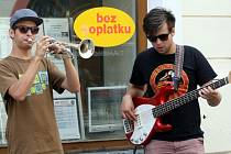 39. ročník LFŠ v Uherském Hradišti. Jazzový muzikanti v Prostřední ulici.
