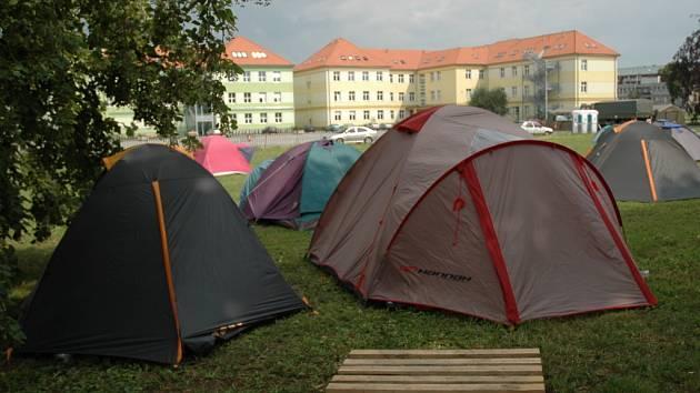 V různých částech Uherského Hradiště táboří návštěvníci filmové školy. Právě opuštěné stany jsou podle policistů velkým lákadlem pro zloděje.