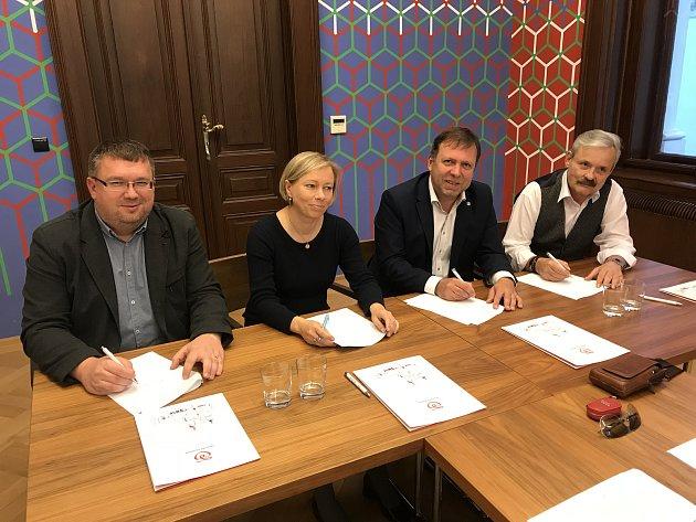 V neděli 14. 10. 2018 v 18 hodin, byla na radnici v Uherském Hradišti podepsána koaliční dohoda mezi politickými a volebními stranami a hnutími ODS, KRUH, KDU-ČSL a TOP 09, které byly pro volební období 2018-2022 zvoleny do Zastupitelstva města Uherské Hr
