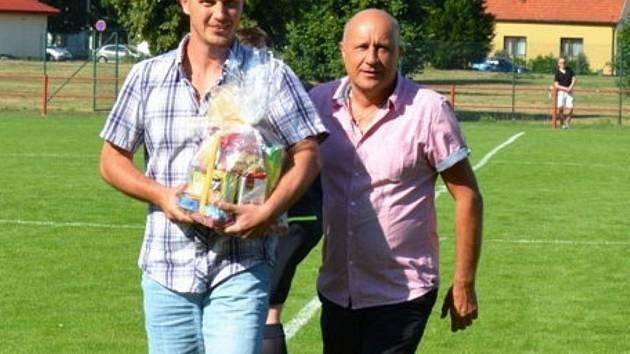 Miroslav Ondrůšek (vlevo)a šéf ČSK Uhesrký Brod Josef Hamšík.