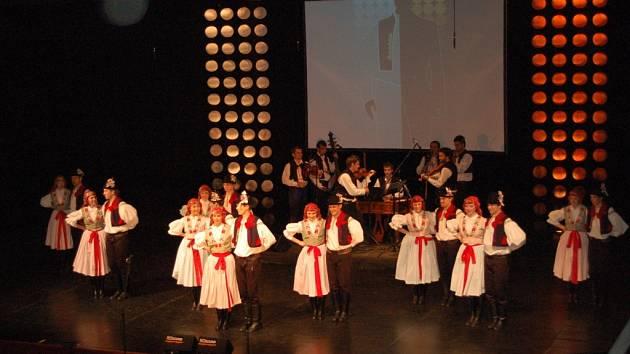 Folklorní soubor Cifra, který si svoji zaslouženou popularitu buduje již dvanáct let, připravil (jako takřka každoročně) i letos svoji premiéru – v sobotu 28. dubna ve velkém sále Klubu kultury (repríza o den později).