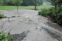 Rozvodněný potok Hrubár v sobotu 20. června v Lopeníku