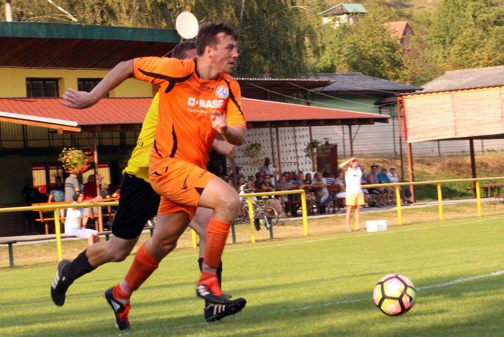 Horký duel v Ostrožské Lhotě nabídl tři branky, spoustu vzruchu, zajímavé momenty a výhru domácích fotbalistů nad Polešovicemi.