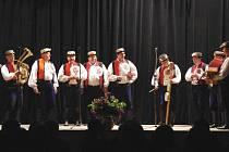Předhodové zpívání v kulturním domě v Dolním Němčí.
