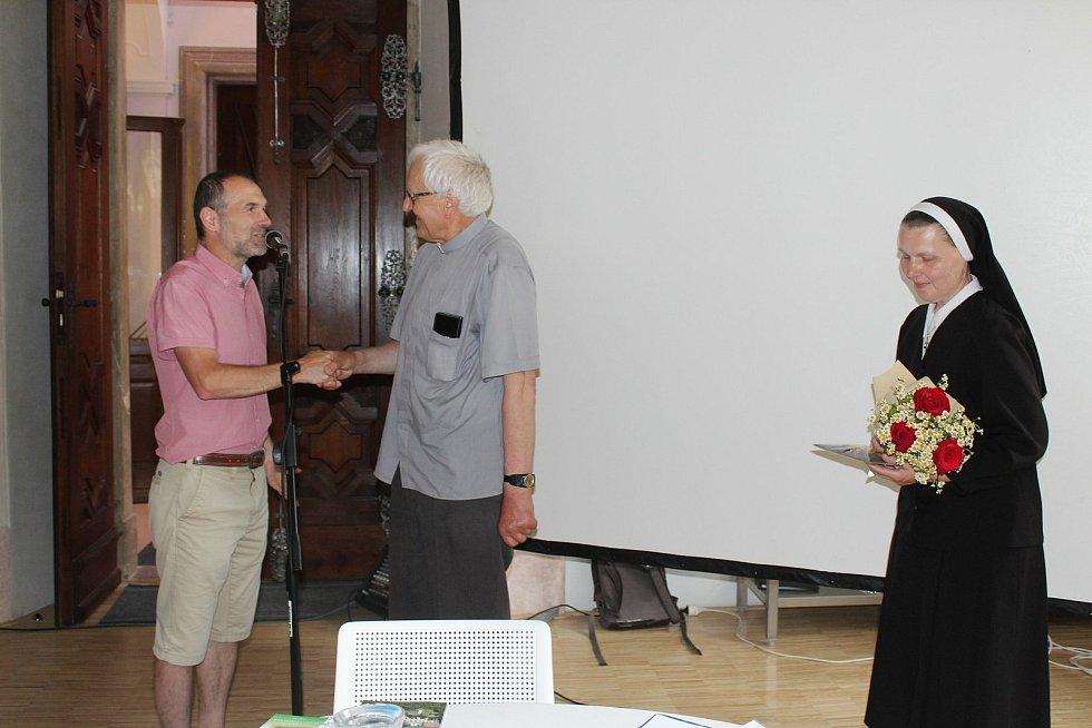 Členové Matice velehradské se po 17 měsících sešli na svém sněmování v refektáři Stojanova gymnázia.