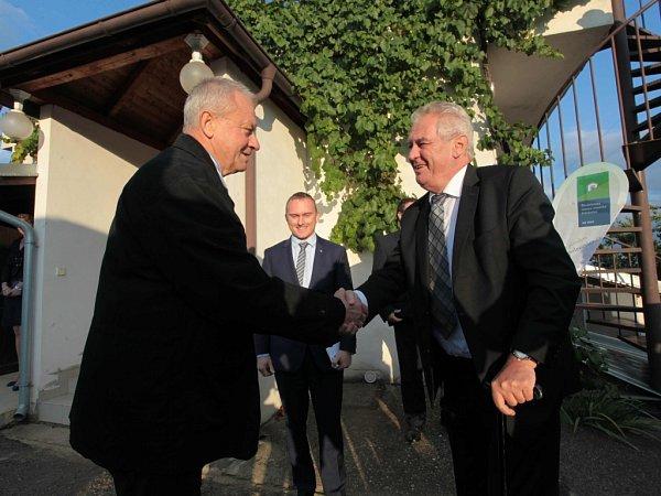 Návštěva prezidenta Miloše Zemana. Návštěva Šlechtitelské stanice vinařské vPolešovicích.