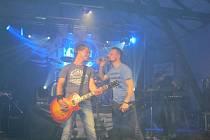 Akustický blok a tříhodinový koncert. To jsou novinky, které v pátek 11. dubna nabídla v Topolné oblíbená rocková kapela Argema.