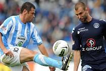 Mladoboleslavský útočník Marek Kulič by měl na Tomáše Košúta (vpravo) v dnešním utkání narážet často.