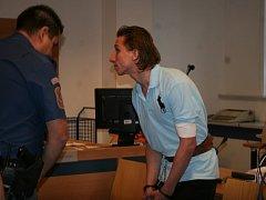 Martin Petrucha před soudem. Ilustrační foto.
