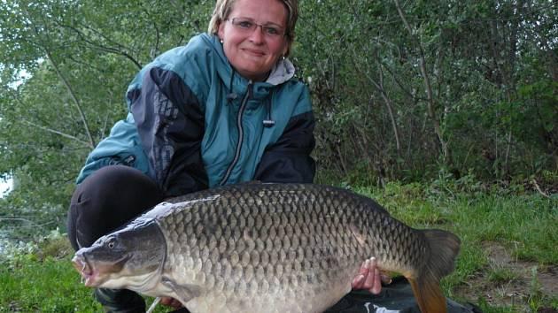 Soutěžní číslo 142 - Gabriela Zavadilová, kapr, 85 cm a 14,8 kg.