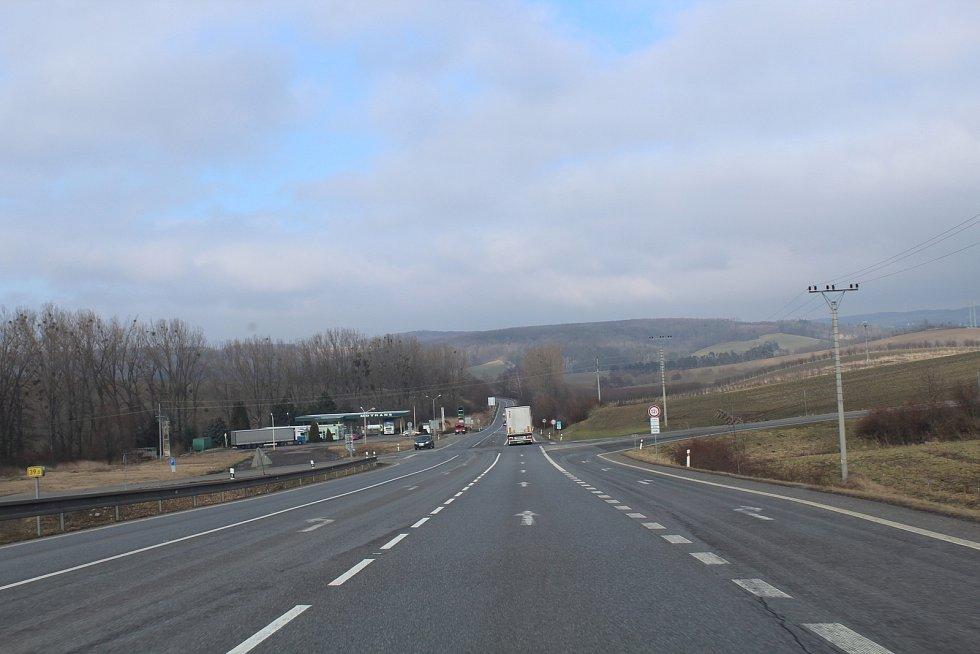 Sjezd ze Chřibů po silnici I/50 ke křižovatce od Cetechovic ke Střílkám byl bez policejní kontroly.