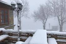 Na Velké Javořině napadlo v noci z pondělí velikonočního na úterý několik centimetrů sněhu.