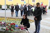 Žáci Gymnázia v Uherském Hradišti ve středu 11. listopadu uctili památku padlých vojáků.