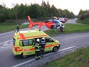 Hráči se smrtí. Motorkáři často svůj život zbytečně riskují. Víkendové nehody si vyžádaly transport čidičů do nemocnice letecky.