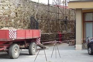 Opravu hradeb urychlí dotace