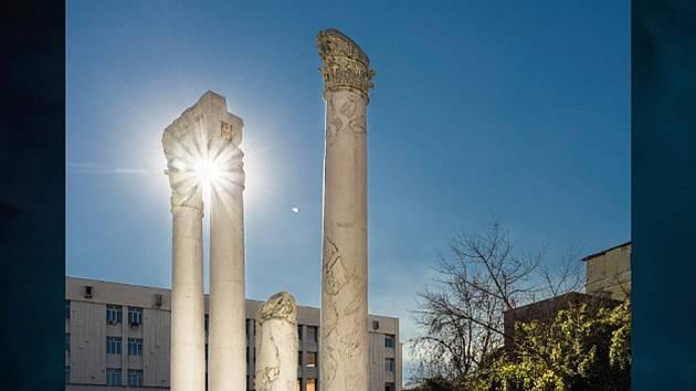 Výstava Bulharských antických památek ve foyer kroměřížské radnice.