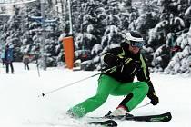 Lyžování v lyžařském středisku ve Stupavě.