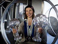 Olympijskou medaili sice Šárka Pančochová letos nezískala, jinak to pro ni ale byla životní sezona. Své křišťálové glóby včera ukázala v Praze na žižkovské věži.