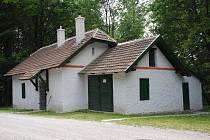 Kamenná búda je historický objekt lesní správy v Bílých Karpatech, který pamatuje období 2. světové války a zároveň stojí ve výšce 640 metrů na křižovatce turistických cest a cyklotras u malého parkoviště.