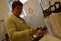 Předsedkyní muzejního spolku v Huštěnovicích je Alena Bazalová.