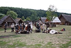 Členové historických skupin zČeska, Slovenska a Polska ukázali lidem, jak se žilo a pracovalo na Velké Moravě.