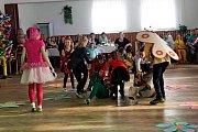 Pohádkové bytosti na dětském karnevalu v Kudlovicích.