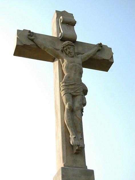 Kříž u silnice mezi Babicemi a Spytihněví.