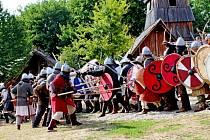 Velkomoravská bitva o hradiště v Archeoskanzenu Modrá.