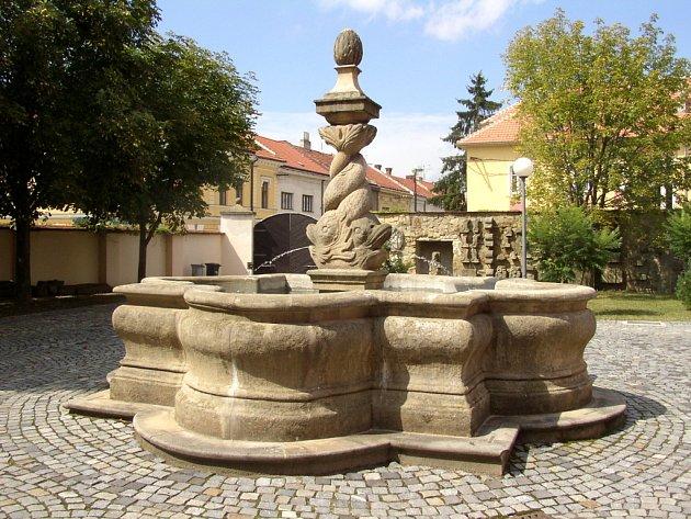 Třeba originál kašny z náměstí turisté spatří, jen když zavítají do Galerie Slováckého muzea.