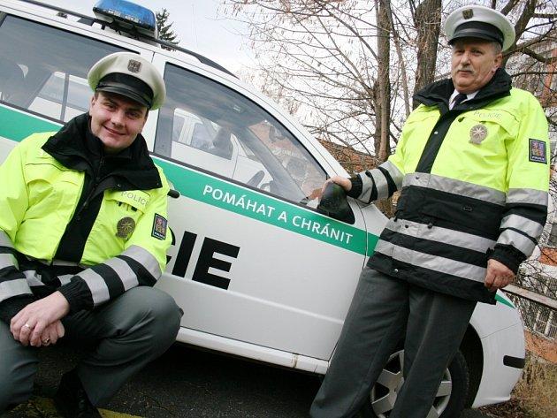Policie v nových uniformách.