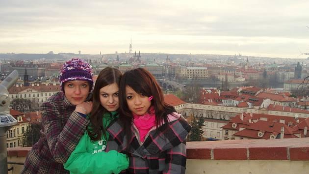 Studentky se na výletě i vyfotografovaly.
