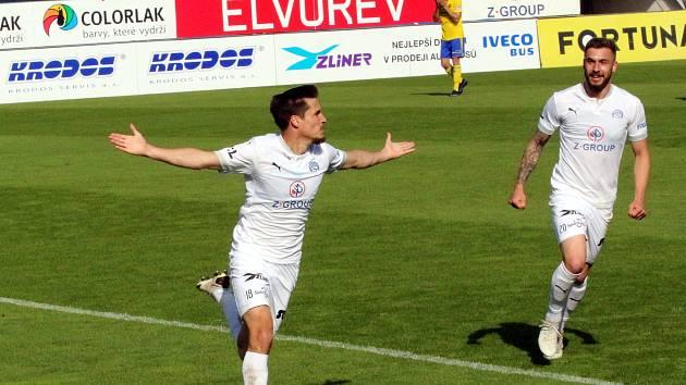 Fotbalisté Slovácka (bílé dresy) vstoupili do nové ligové sezony výhrou v Liberci.