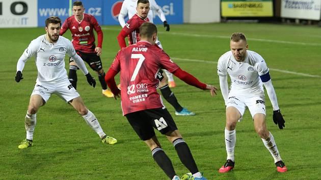Stoper Slovácka Michal Kadlec při zápase s Českými Budějovicemi.