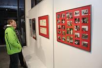 Dvacet let od znovuobnovení Tříkrálové sbírky si Charita Uherské Hradiště připomněla v Kině Hvězda vernisáží fotografií i rekvizit dobrovolníků.